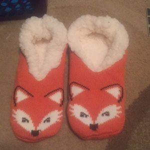 Shoes - NWOT Fox slippers